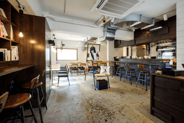 渋谷にあるオープンコミュニティカフェ&ダイニング REISM STAND