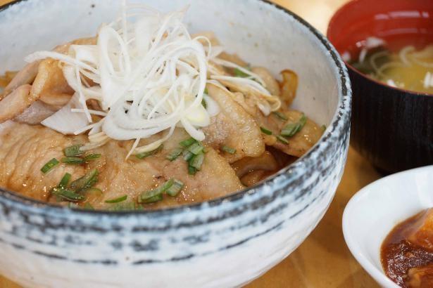 レストラン山頂の「山形三元豚の焼き肉丼」(1200円)