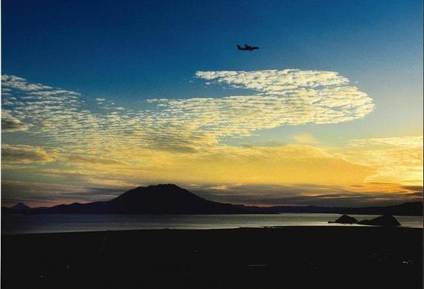 絵画のような桜島と錦江湾の夕景