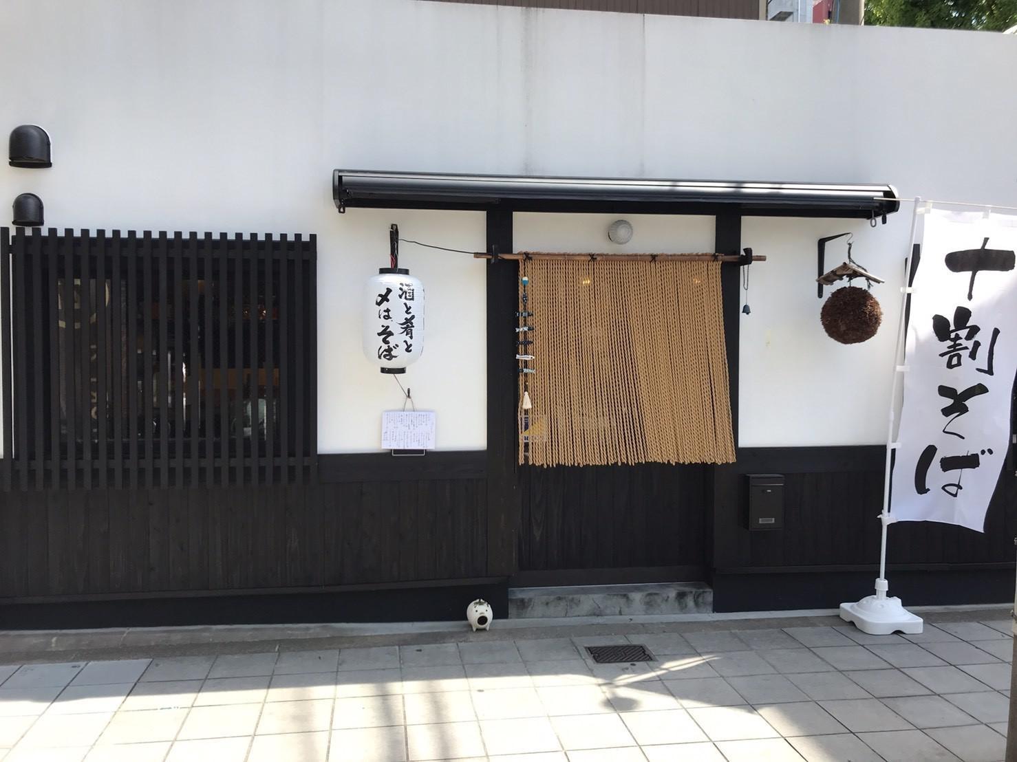 淀屋橋駅から少し南側の大阪ガスのビルの前/小料理ガスビルマエ