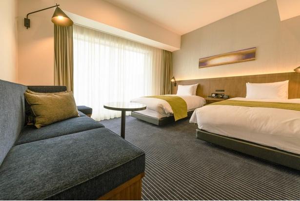 全部屋タイプでバス・トイレセパレートタイプのゆとりのある設計が施された客室。ツインルームも広々とした上質な空間になっている