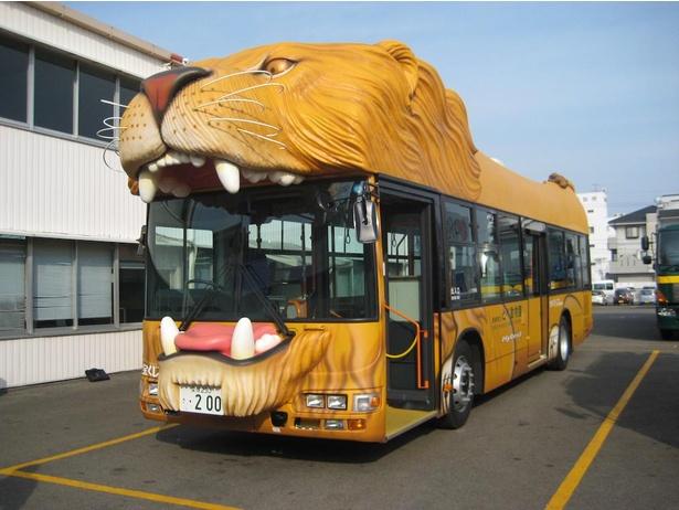東駐車場から運行しているシャトルバスはライオンとトラ!