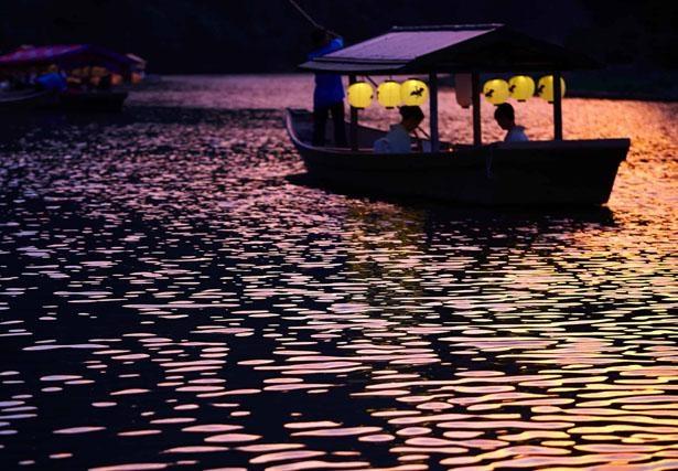星のや京都の「プライベート鵜飼鑑賞船」は1日1組限定