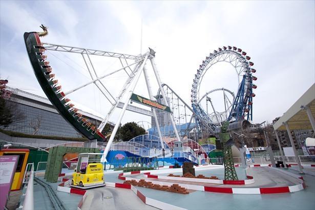 「東京ドームシティ アトラクションズ」。入園無料の都心の遊園地で気軽に遊ぼう!