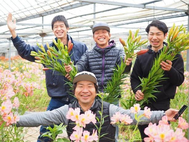 ユリの花束は、花の駅せらのスタッフが切り花に適した状態のユリを摘み取り作っている