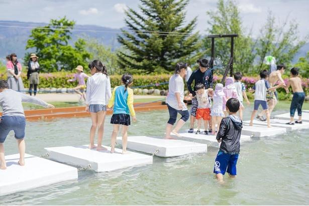 アクアアスレチックには水遊びができるアトラクションが多数