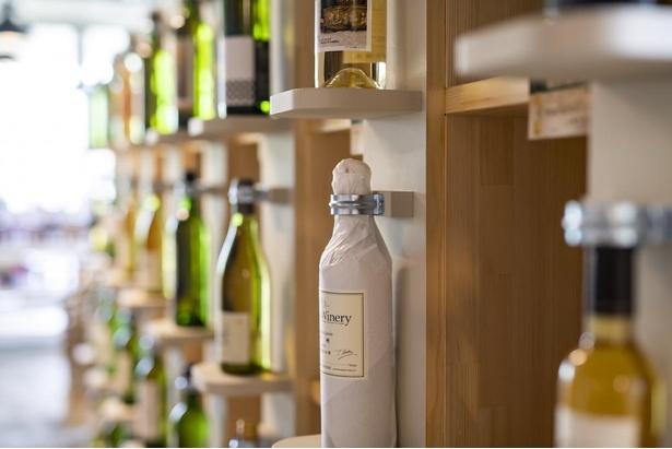 「太陽と山のお土産市場 さんさんマルシェ」では、特産品やワインなどを販売