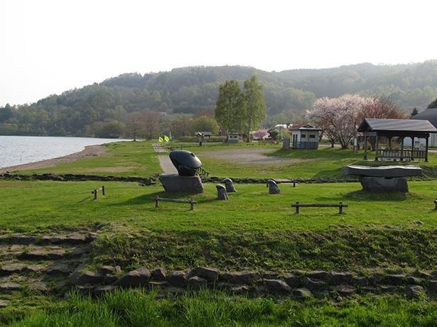 洞爺湖が見渡せる広々とした公園のキャンプ場