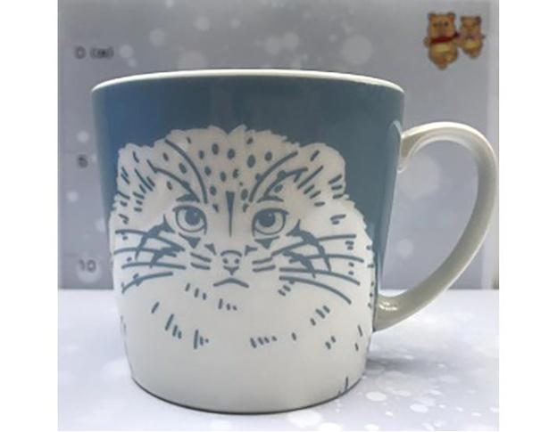 マグカップの側面(前・後ろ)、底面、内側にもマヌルネコが描かれている