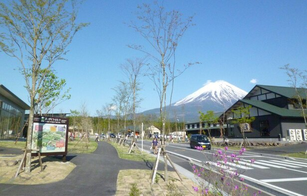 パーク入口からは富士山を望むことができる