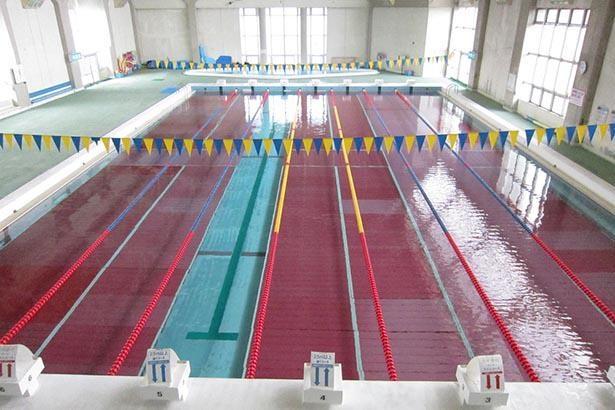 日水連公認の25メートルプールがある
