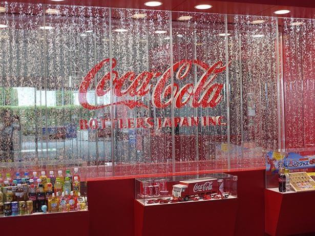 ウェルカムゾーンでは、ビン入りのコカ・コーラも販売している