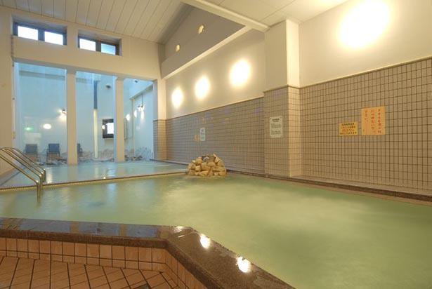 国内有数のラジウム含有量を誇る大浴場で疲れをいやす
