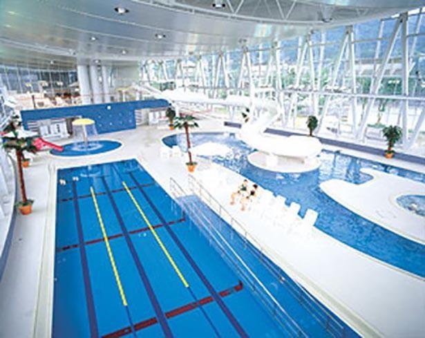 屋内プールは温水を使用しており年中快適だ