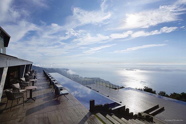 【写真】琵琶湖と雄大な大自然が眼下に広がる