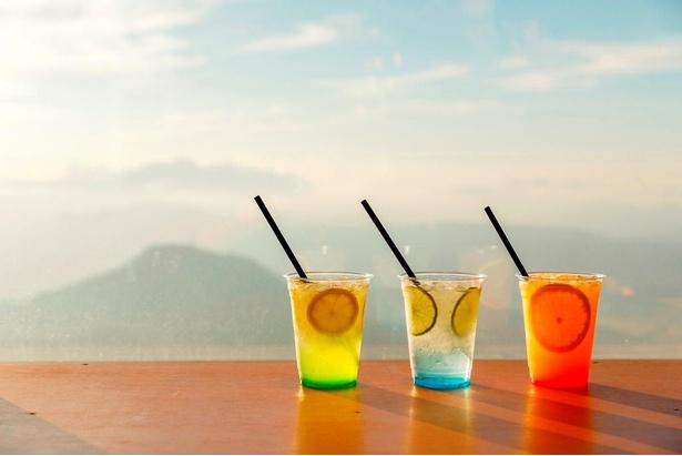 スカイソーダは左から「サンライズレモン」「ブルースカイライム」「サンセットオレンジ」がそろう