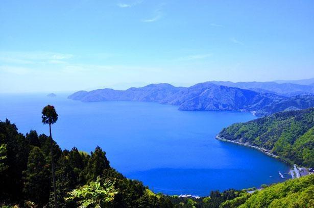 【写真】頂上からは琵琶湖や余呉湖の絶景が/賤ケ岳リフト