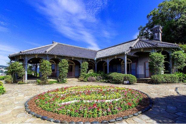 数多い洋風建築の中でも独特なバンガロー様式が特徴