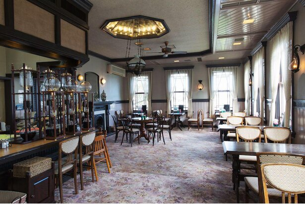 「自由亭喫茶」は港を一望できる、眺め抜群のおしゃれな喫茶室