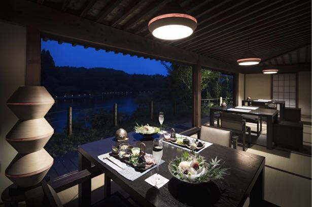 テーブル席の間隔が開けられているほか、部屋での食事も可能