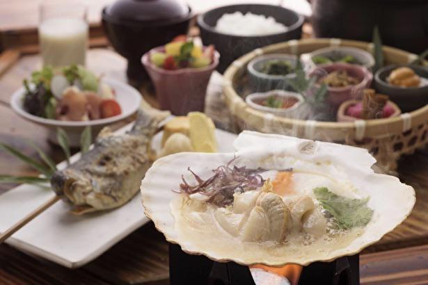 七子(たらこ、すじこなど)と八珍(さめ、シャコなど)を使った郷土料理