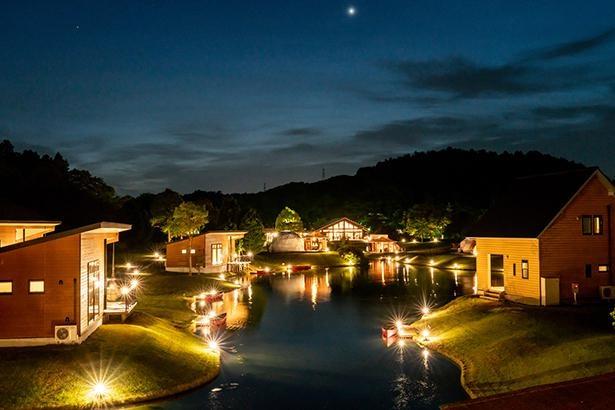 大きな池でのカヌー体験や本格的なグランピング料理など、リゾート感あふれる「グランエレメント」