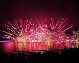 水中花火と水上花火の違いとは?2021年開催の代表的な花火大会も紹介!
