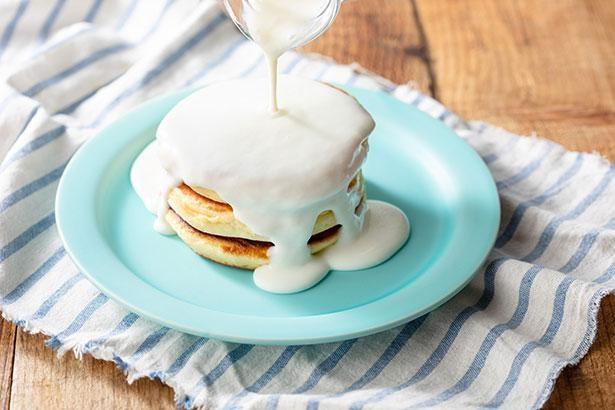 ふわふわのパンケーキに濃厚ミルクソースをたっぷり