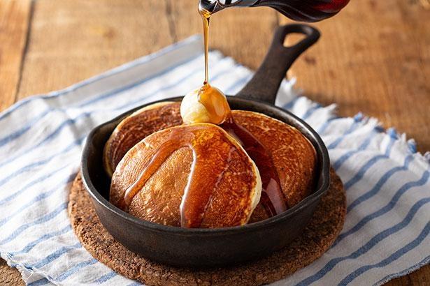 【写真】メープルシロップとバターがとろり…こんがりした「釜焼きバターフレンチパンケーキ」