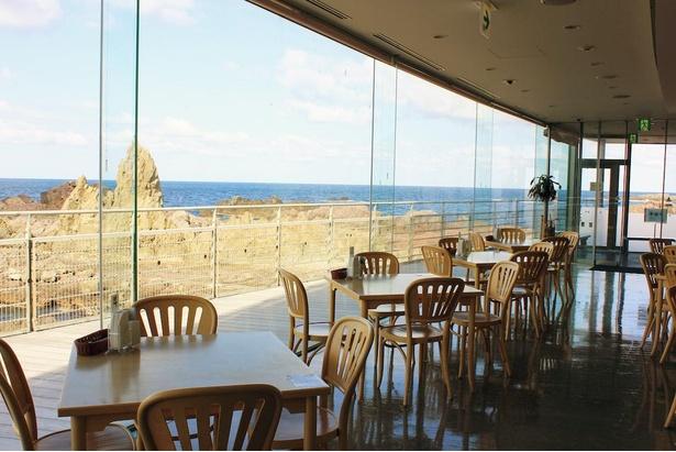 日本海を見ながら食事ができるレストラン「フルット」