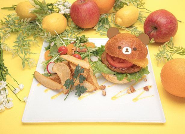 「チャイロイコグマのオレンジバーガー」はボリューム満点