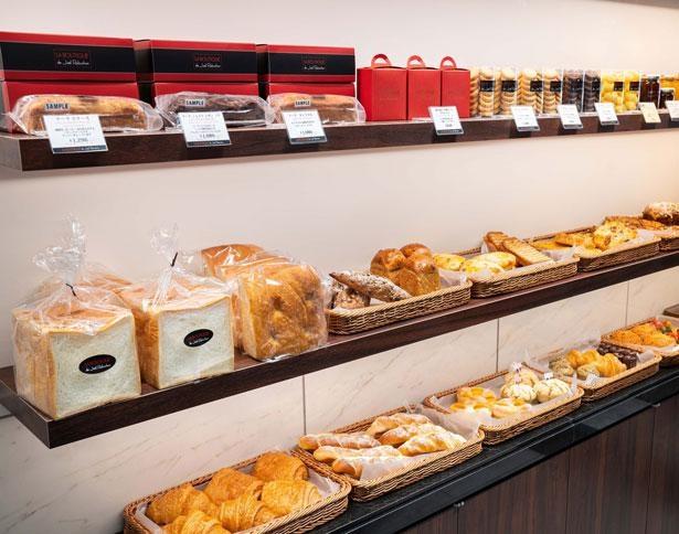 シンプルながら、素材の味を存分に味わえるように作られたパンが並ぶ