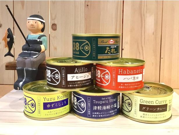 青森県地場セレクトで販売する「八戸サバ缶バー」(1個税込410円)は、津軽海峡の塩、ゆずこしょう、グリーンカレー、アヒージョなど7種類の味がそろう