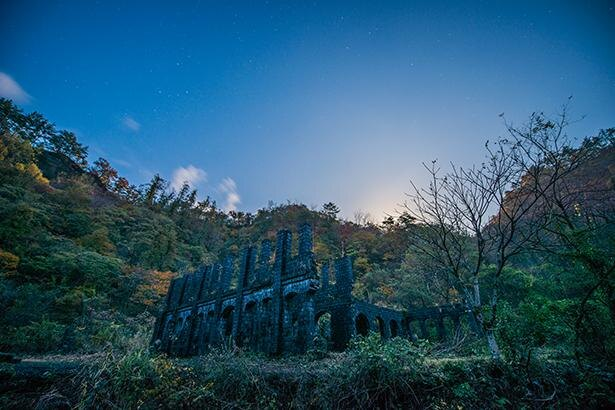 大自然のなかにたたずむ廃墟