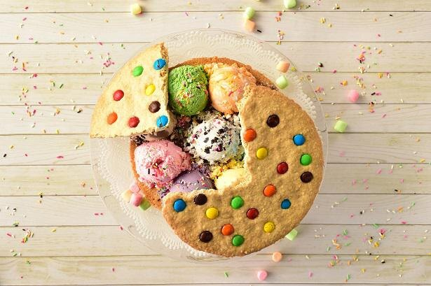 クッキー、アイス、トッピング、3つのステップで織りなす甘くて冷たいハーモニーを楽しもう