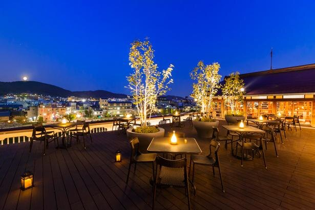 【写真】京都東山三十六峰と鴨川を一望できるテラス