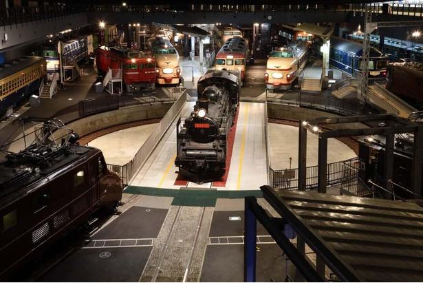 【画像】鉄道ファン垂涎の眺め、本館2階から車両を一望!