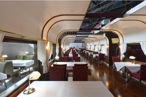 食堂車をテーマとした、高級感のある「トレインレストラン日本食堂」