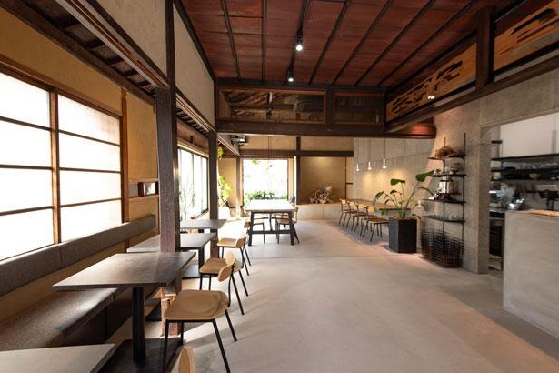 欄間など風情を残しつつリノベーションした店内/SERENO seafood&cafe
