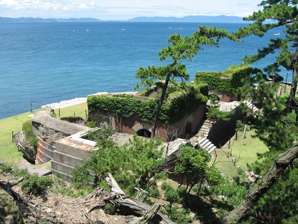 紀淡海峡越しの淡路島を望む/第2砲台跡