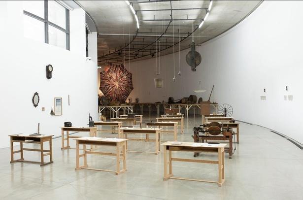 空間全体を作品とし、観覧だけではない体験型の展示会