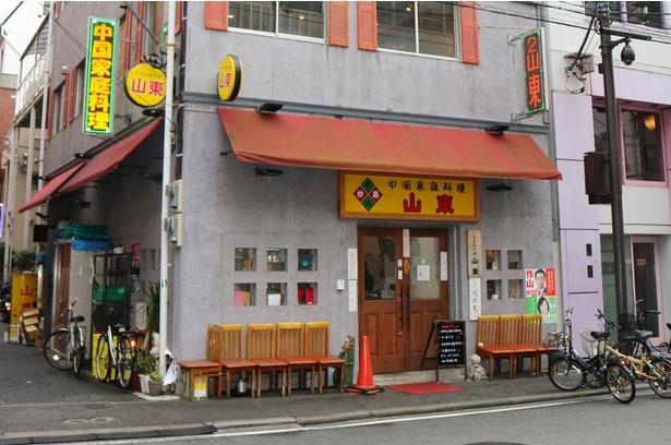 路地裏に佇む「中国家庭料理 山東 2号店」。1号店は現在休業中