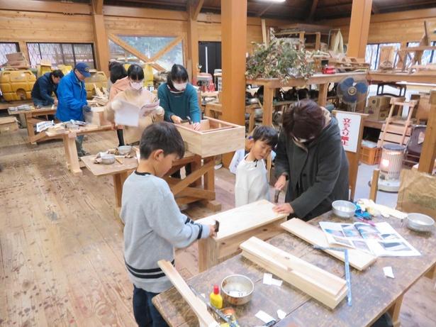 親子で楽しく木工体験ができる