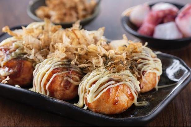 手軽に食べて飲める、種類豊富なたこ焼きの酒場 / たこハイ米乃家