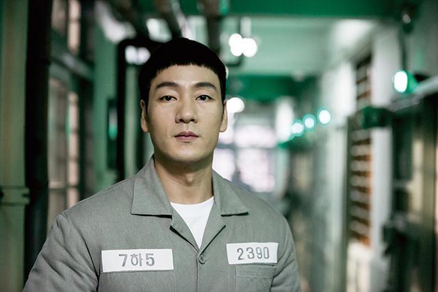 監督は大ヒット・シリーズ『応答せよ』を手掛けたシン・ウォンホ