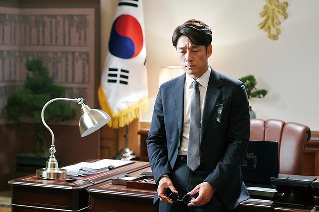 主演は韓国版『結婚できない男』に主演したチ・ジニ