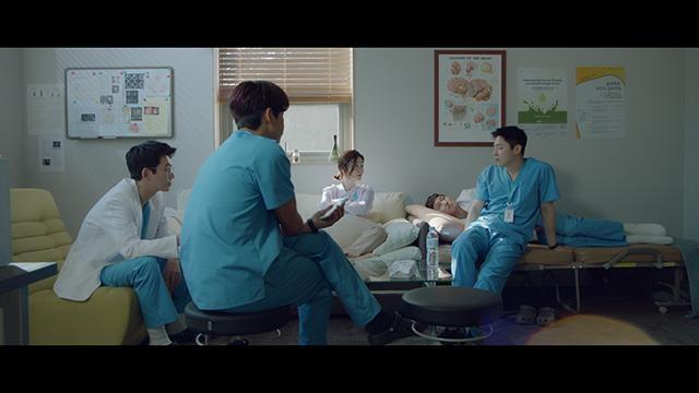 親友同士の医師5人が、病院での業務と趣味のバンド活動に励む『賢い医師生活』