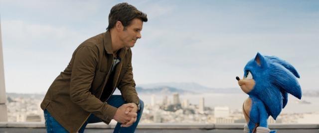ソニックと保安官のトム (ジェームズ・マースデン)の友情が描かれる