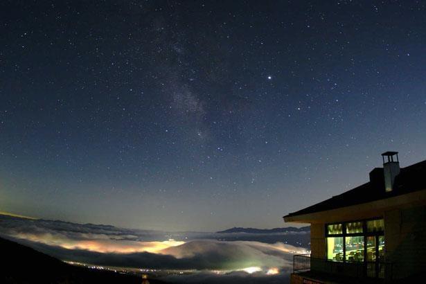 都会では見られないような鮮明な星空が広がる「高峰高原(長野県小諸市)」