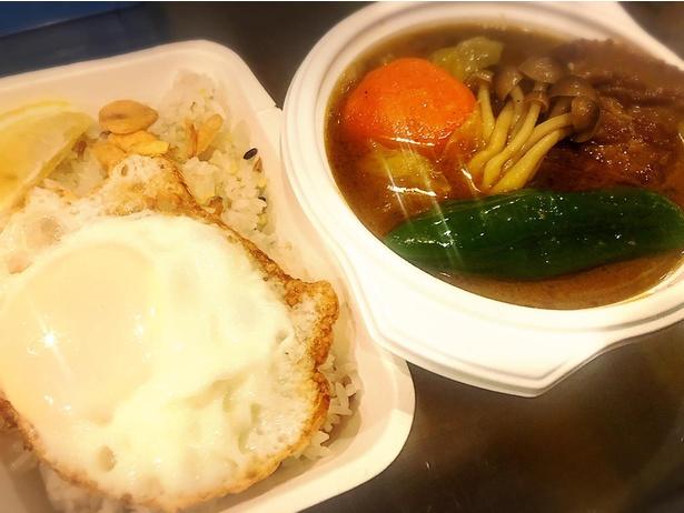 「ケムリカレー」のレギュラーメニューの角煮スープカレー(1150円)